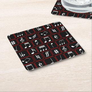 Notas geométricas blancos y negros rojas elegantes posavasos desechable cuadrado