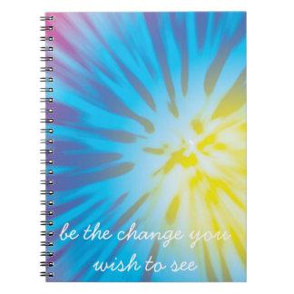 """Notas inspiradas: """"Sea el cambio que usted desea Spiral Notebook"""
