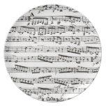 Notas musicales blancos y negros plato de comida