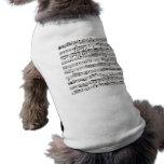 Notas musicales blancos y negros playera sin mangas para perro