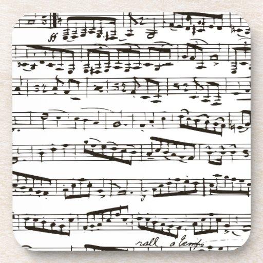 Notas musicales blancos y negros posavasos de bebida