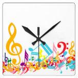 Notas musicales coloridas reloj