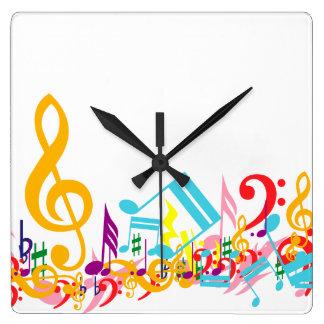Notas musicales coloridas reloj cuadrado