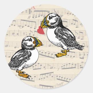 Notas musicales de los amantes del frailecillo con pegatina redonda