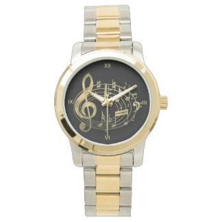 Notas musicales de oro en forma oval reloj