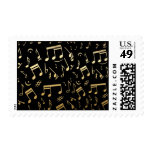 Notas musicales de oro sobre fondo negro
