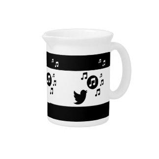 Notas musicales del pájaro blanco y negro elegante jarras para bebida