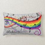 Notas musicales negras del arco iris sobre gris almohadas