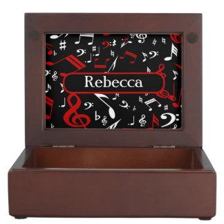 Notas musicales rojas y blancas elegantes sobre cajas de recuerdos