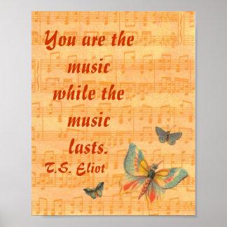 Notas musicales sobre el personal con las mariposa posters