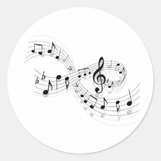 Notas musicales sobre una línea de personal pegatina redonda