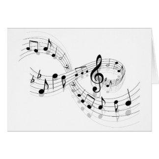 Notas musicales sobre una línea de personal tarjeta pequeña