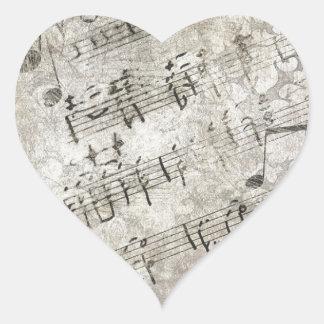 Notas musicales y diseño antiguos de las llaves pegatina en forma de corazón