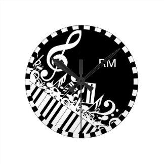 Notas musicales y llaves embarulladas relojes