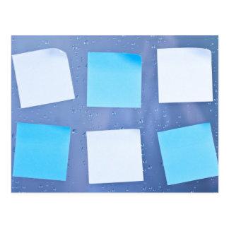 Notas pegajosas en cuarto de baño tarjetas postales