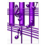 Notas púrpuras de la música del teclado de piano postal