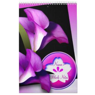 Notas púrpuras del bloque de las flores calendario de pared