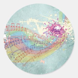 Notas retras del arco iris y de la música sobre pegatina redonda