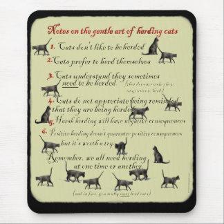 Notas sobre el arte apacible de reunir los gatos M Alfombrilla De Raton