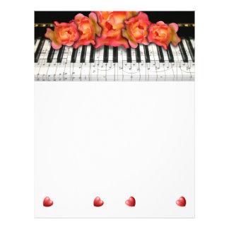 Notas y corazones de la música de los rosas del te flyer personalizado