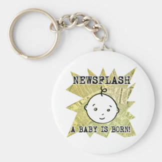 Noticia de última hora: Un bebé nace Llavero Redondo Tipo Pin