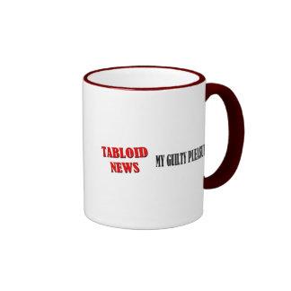 Noticias del diario sensacionalista taza de café