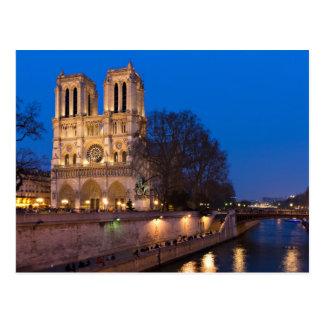Notre Dame durante la postal crepuscular