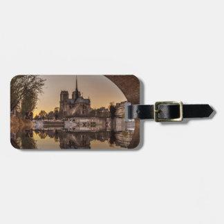 Notre-Dame, París, Francia Etiquetas Bolsa