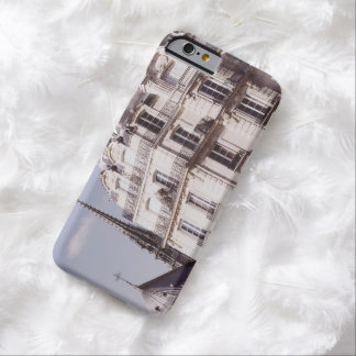 Notre Dame y arquitectura parisiense Funda Para iPhone 6 Barely There