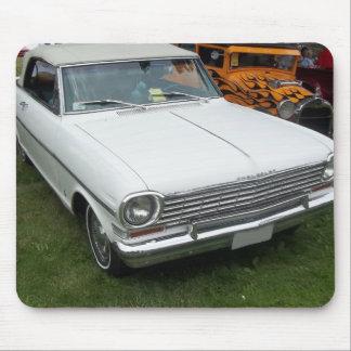 Nova chevy blanca 1963 con vista delantera del cro tapete de ratón