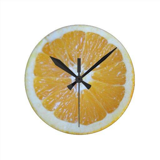 Novedad anaranjada de la rebanada reloj redondo mediano