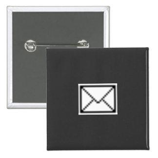 Novedad del icono del correo pin cuadrada 5 cm