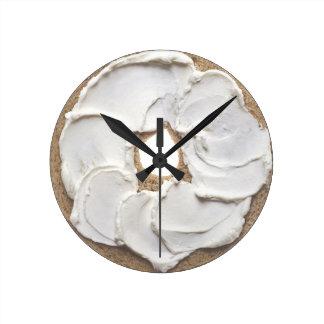 Novedad del panecillo y del queso cremoso reloj de pared
