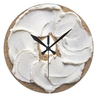 Novedad del panecillo y del queso cremoso reloj redondo grande