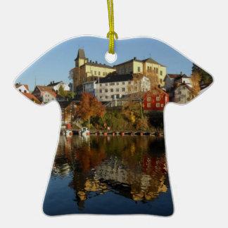 Novemberday en Arendal Adorno De Cerámica En Forma De Camiseta