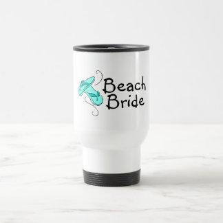 Novia de la playa (flip-flop) taza térmica
