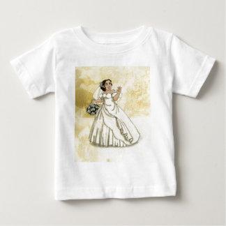 Novia de los rosas blancos tshirts