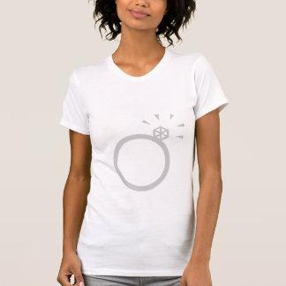 NOVIA del anillo de compromiso y del EQUIPO en la Camiseta