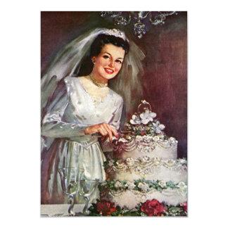 Novia del recién casado del vintage que corta su comunicado