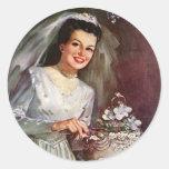 Novia del recién casado del vintage que corta su pegatinas redondas