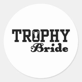 Novia del trofeo pegatina redonda