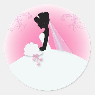 novia elegante rosada moderna de la silueta de la pegatina redonda