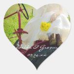Novia en los pegatinas del boda del país del calcomania de corazon