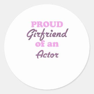 Novia orgullosa de un actor pegatina redonda