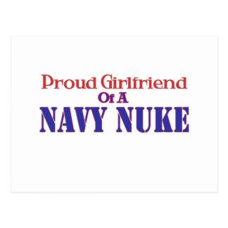 Novia orgullosa de un arma nuclear de la marina de tarjetas postales