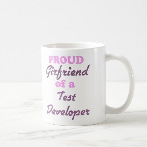 Novia orgullosa de un desarrollador de la prueba taza básica blanca