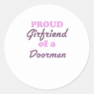 Novia orgullosa de un Doorman Etiquetas Redondas