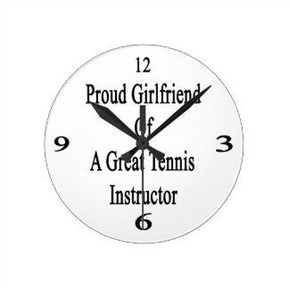 Novia orgullosa de un gran instructor del tenis relojes