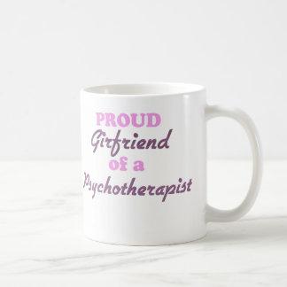 Novia orgullosa de un psicoterapeuta taza básica blanca