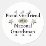 Novia orgullosa de un soldado de la guardia pegatina redonda